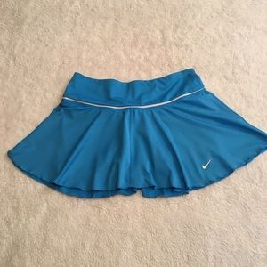 Nike Dri-Fit woman's skirt with shorts